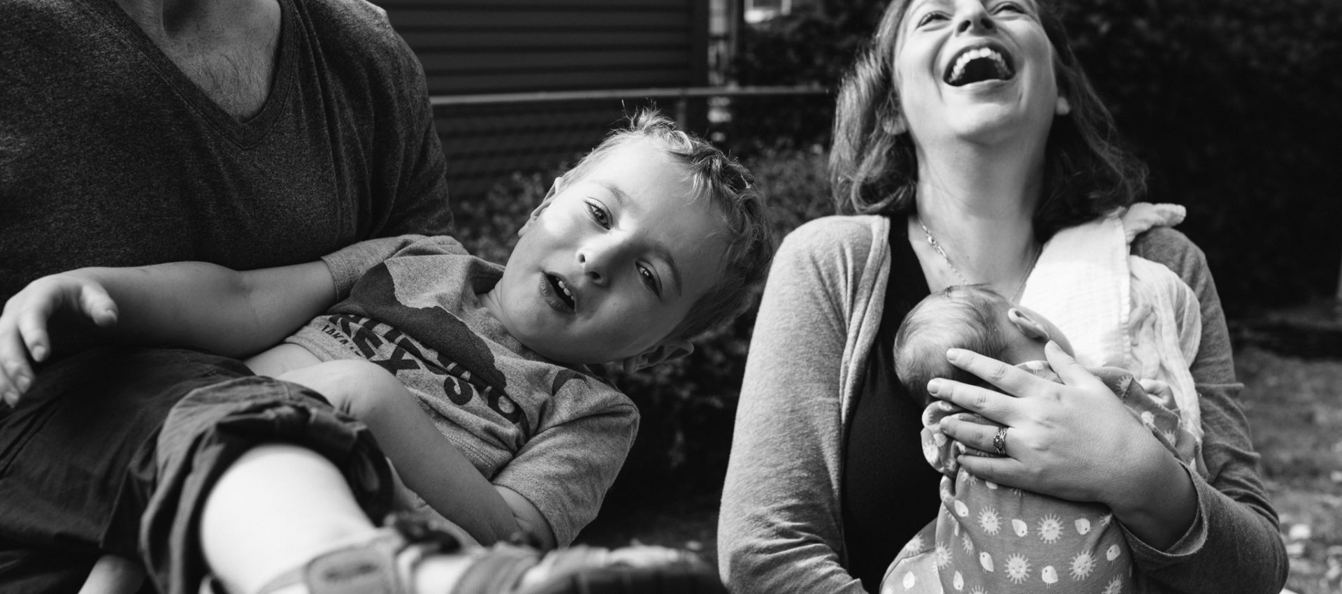 Best tacoma photographer Jessica Uhler Photography captures family emotion in on-location, in-home photo sessions